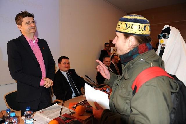 Spotkanie z Januszem Palikotem przerwali członkowie poznańskiej Naszości
