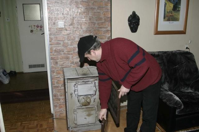 Straż miejska sprawdza czym palimy w piecu