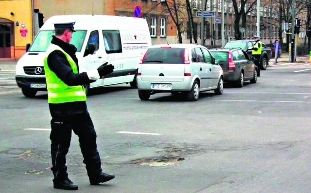 Na Bukowskiej ruchem kierują policjanci
