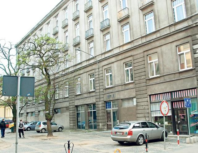 Teren za hotelem jest pod ochroną konserwatora zabytków