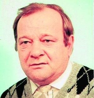 Czesław Dąbrowski, lat 71,  niebieskie oczy, brak uzębienia. Zaginął 5 września o godz. 7 rano w okolicy ul. Zaporoskiej we Wrocławiu. Miał jasnobeżową, dwustronną kurtkę na polarze, czarną koszulę, ciemne spodnie i brązowe buty. Ponadto zegarek i portmonetkę z kserokopią dowodu osobistego.