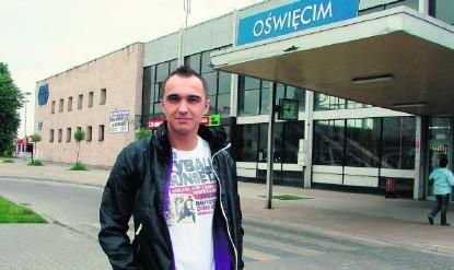 Lucjan Darosz z Grojca na dworcu w Oświęcimiu prowadzi sklep. Remontu nie może się doczekać. Twierdzi, że obecnie stan obiektu jest beznadziejny. Wstydzi się przed tysiącami turystów, którzy do miasta jeżdżą pociągami
