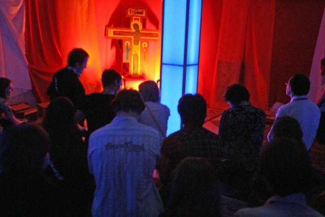 Łódzcy jezuici wprowadzają mszę o 20.30