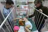 Łódź: poparzeni w pożarze samochodu chłopcy chcą już do domu