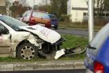 Wypadek na Żmigrodzkiej. Jeden z kierowców w ciężkim stanie trafił do szpitala (ZDJĘCIA)