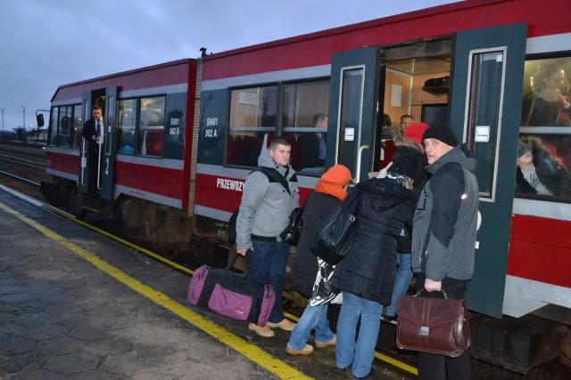 Pociąg z Człuchowa do Szczecinka ok. godz. 16  jest zwykle przepełniony