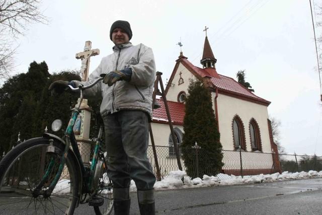 Florian Depta mówi, że dla mieszkańców przenosiny kapliczki i innych lokalnych obiektów są bardzo ważne