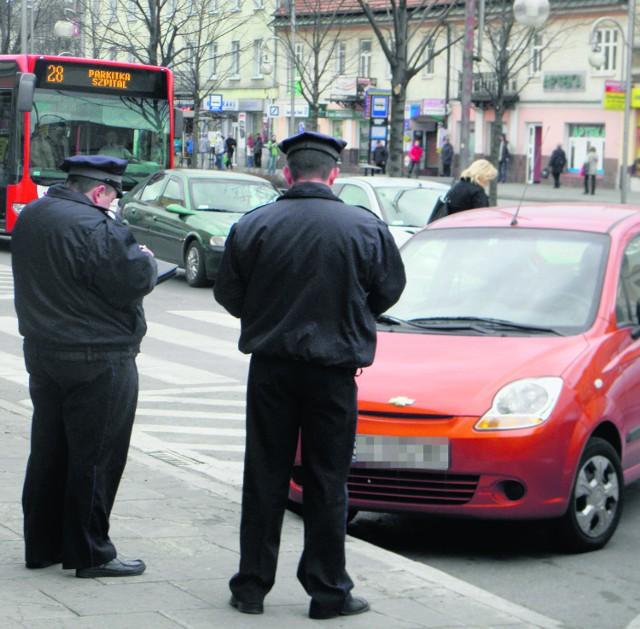 Służba parkingowa nie będzie tylko karać mandatami