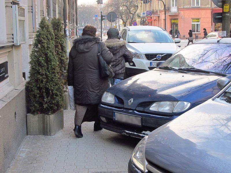 """Zdjęcie z profilu """"Chodniki są dla pieszych"""""""