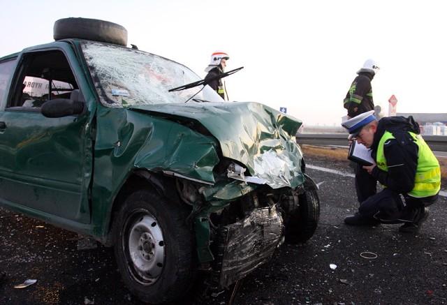 W Gąskach pod Piotrkowem zderzyły się trzy samochody osobowe. Krajowa jedynka była zablokowana.