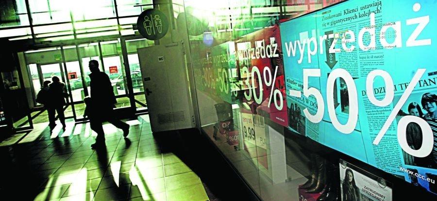e1a17d34 Najwyższe obniżki oferują sieciówki odzieżowe. W drogich, ekskluzywnych  sklepach zniżki sięgają zazwyczaj 50 proc