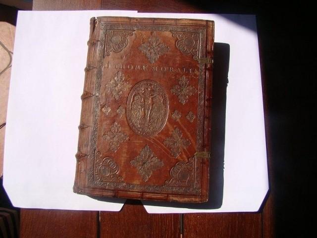 """Dzieło św. Tomasza z Akwinu """"Opera Moralia"""" z 1597 roku zostało skradzione kilka lat temu z klasztoru w Krakowie."""