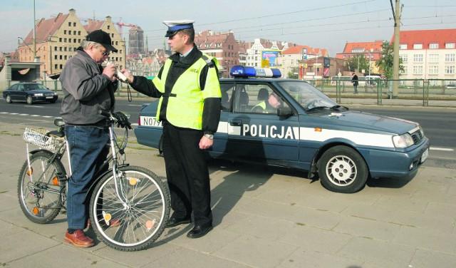 Dolnośląska policja często kontroluje rowerzystów. Wielu z nich (choć akurat nie ten na zdjęciu) jeździ po wypiciu kilku piw