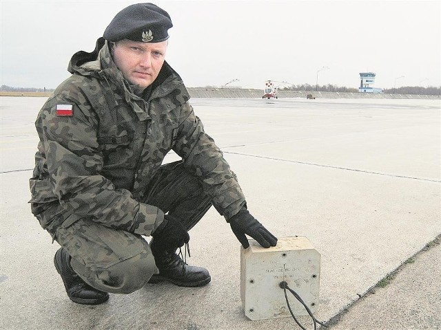 Kmdr ppor. Czesław Cichy prezentuje radioboję