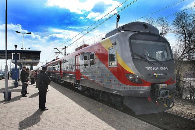 Podróżni przed wejściem do pociągu powinni zapoznać się z nowym rozkładem jazdy