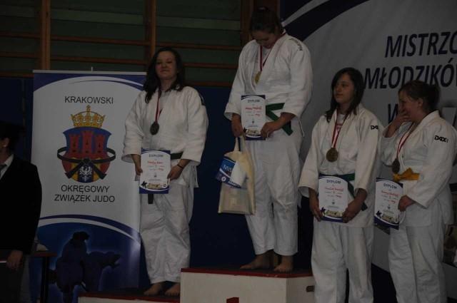 Malwina Kobus ze srebrnym medalem (na zdjęciu z lewej)