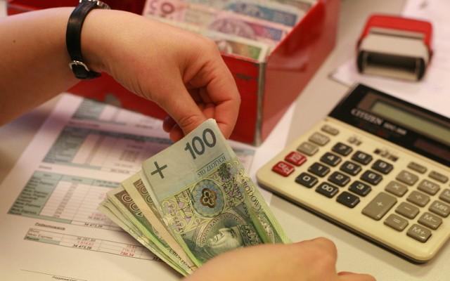Emigranci zarabiają coraz więcej i więcej oszczędzają