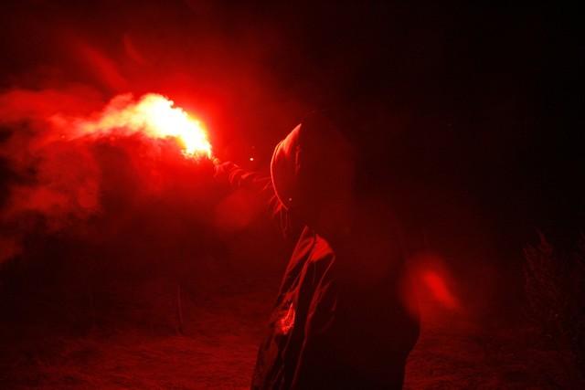 Fani ŁKS prawie podpalili namiot Lecha