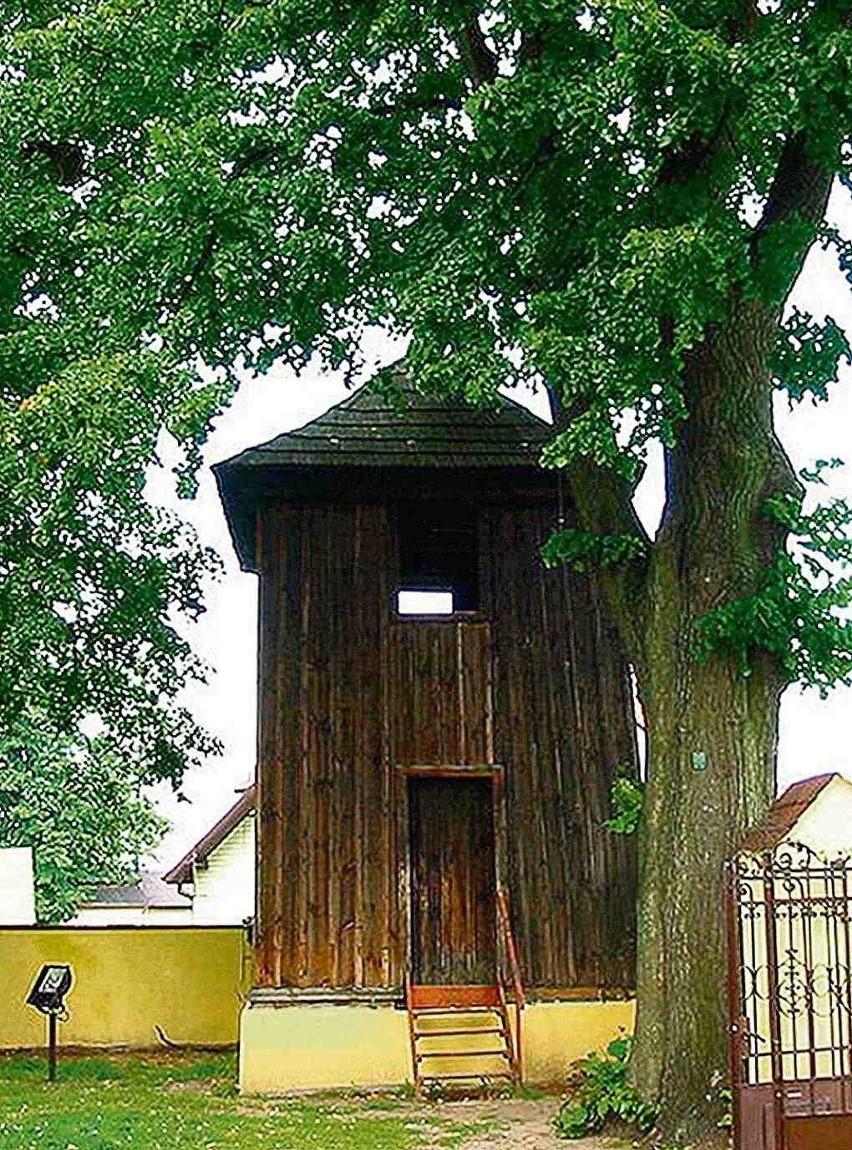 Zabytkowa, drewniana dzwonnica przejdzie wreszcie gruntowną konserwację i remont