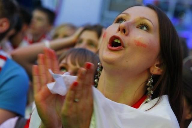 Tysiące fanów reprezentacji Polski dopingowało wczoraj kadrę Franciszka Smudy. W Oficjalnej Strefie Kibica na placu Wolności, w pubach i ogródkach na starym rynku, w miasteczku Carlsberg FanCamp przy Arenie i w wielu innych miejscach.
