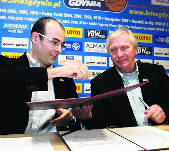 Javier Fort, nowy trener gdynianek (z lewej) i Mieczysław Krawczyk, prezes Lotosu Gdynia