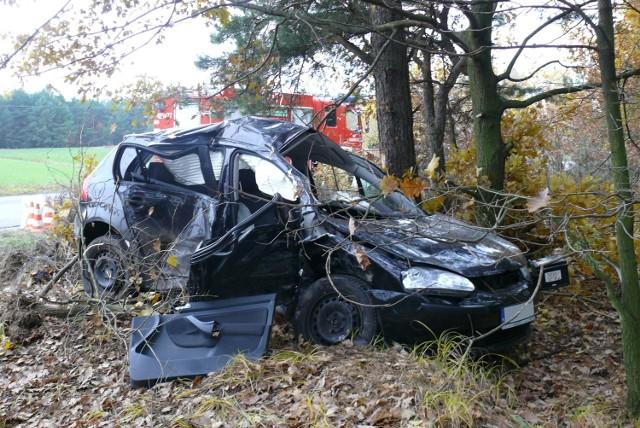 W szpitalu zmarła kobieta najpoważniej ranna w wypadku w Osinach pod Bełchatowem.