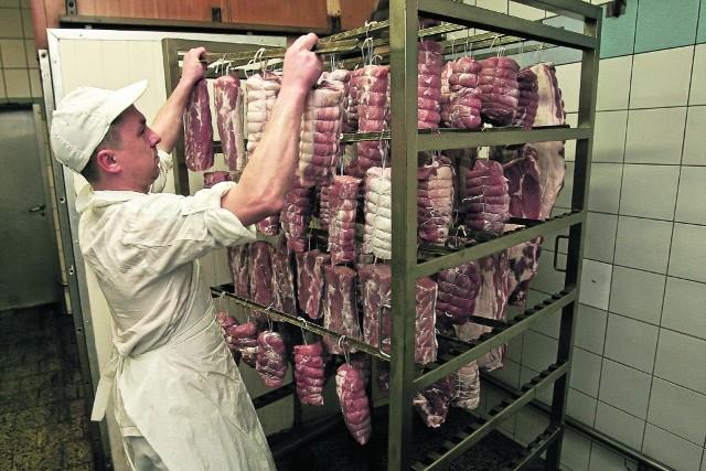 W masarni pana Jan Szymańskiego, masarza z Rogoża, szynki i kiełbasy robi się metodą tradycyjną
