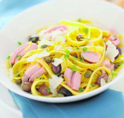 Linguine z tuńczykiem, oliwkami i parmezanem