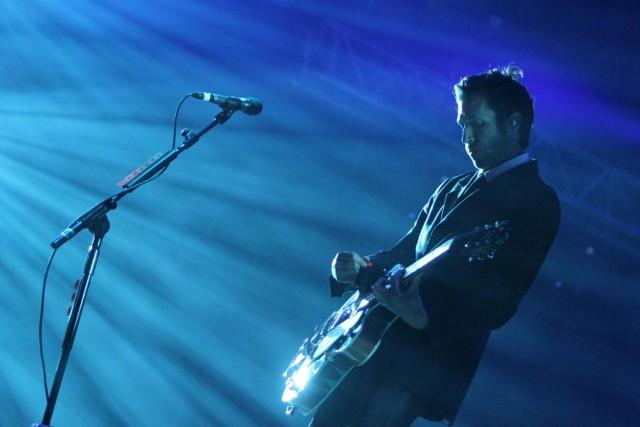 CLMF 2011. Na scenie Daniel Kessler, gitarzysta grupy Interpol