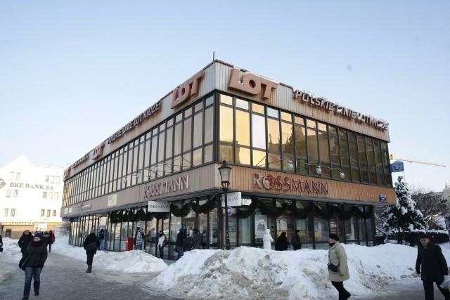 Kiedyś synonim luksusu i wielkiego świata. Dziś wątpliwa wizytówka centrum Gdańska. Dni budynku LOT są policzone