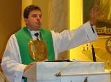 Ks. Natanka czeka ekskomunika? Biskupi znów przestrzegają, a on wciąż dzieli wiernych