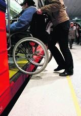 Taksówkarze pomogą niepełnosprawnym dostać się do pociągu SKM