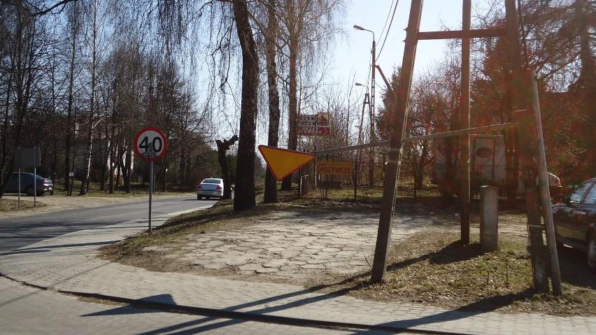 Przy ul. Świerkowej znak drogowy zmienił swoje położenie