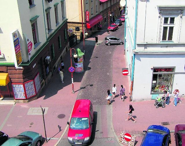 Na ulicy Staszica ruch odbywa się w przeciwną stronę niż zwykle