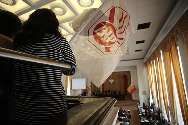 Likwidacja szkółWspólne dzieło prezydent Hanny Zdanowskiej i wiceprezydenta Krzysztofa Piątkowskiego. Planowano likwidację 16 szkół. Po protestach rodziców i zebraniu za sprawą łódzkiego SLD 20 tys. podpisów władze wycofały się m.in. z likwidacji 3 podstawówek. Ostatecznie pod młotek (w 2013 r.) pójdzie Gimnazjum nr 45, XLIV oraz LI LO. W sierpniu 2012 r. radni zaś mają jeszcze raz głosować nad likwidacją gimnazjów nr 4 i 24, a także XXVIII i XLI LO, ZSO nr 9 oraz ZSP nr 8, 11 i 14
