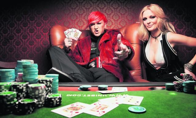 Michał Wiśniewski z żoną Dominiką Tajner-Wiśniewską. Wokalista jest zapalonym miłośnikiem pokera i jego propagatorem w Polsce