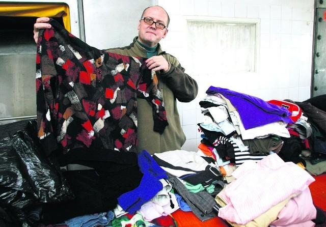 Piotr Pociejkin przywiózł właśnie siedem worków ze swetrami, kurtkami, spodniami