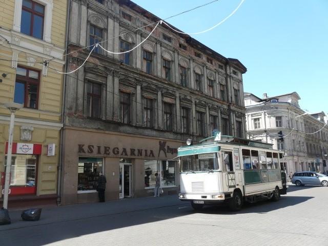 Do niedawna w kamienicy Przy Piotrkowskiej róg Zielonej siedzibę miała słynna księgarnia Pegaz.