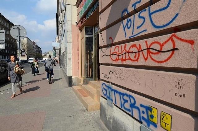 Kamienice pobazgrane przez wandali to w Poznaniu norma