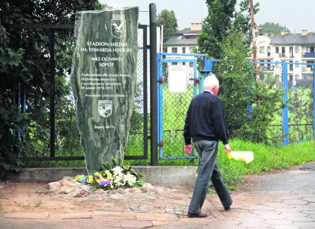 Obelisk trenera Edwarda Hodury stanął przy stadionie sopockiego Ogniwa
