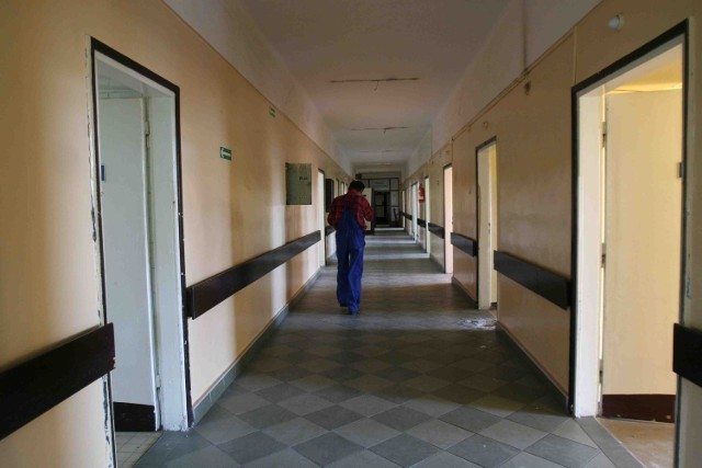 Trwa remont pomieszczeń w budynku lecznicy przy ulicy Zegadłowicza