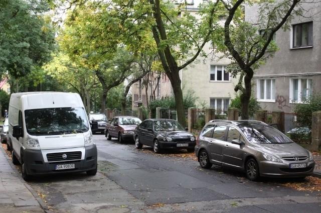 Na ul. Krasickiego można dziś parkować za darmo. Ale niedługo się to zmieni
