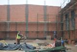 Rosną mury hali sportowej przy Szkole Podstawowej nr 4 w Sieradzu - ZDJĘCIA