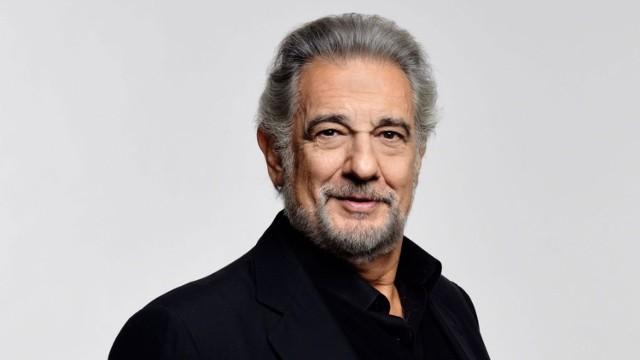 Fani tenora martwią się o niego tym bardziej, że znajduje się on w grupie szczególnie wysokiego ryzyka – w styczniu tego roku Placido Domingo obchodził 79. urodziny.