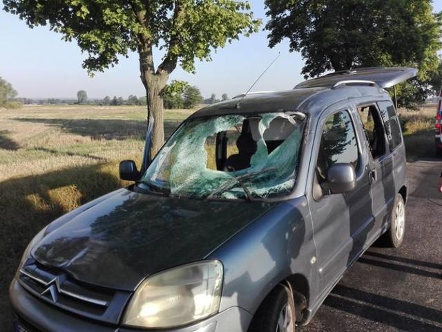 Wypadek pod Polkowicami. Rura przebiła samochód na wylot