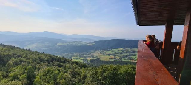 Piękne widoki z wieży widokowej na Górze Modyń