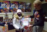 WOŚP 2021. W sztabie w Pruszczu gorąco, przybywają wolontariusze, trwa liczenie pieniędzy i odbiór wylicytowanych rzeczy  ZDJĘCIA