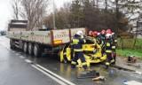 Wypadek pod Wrocławiem. Z auta została miazga, pasażerka w ciężkim stanie [ZOBACZ ZDJĘCIA]