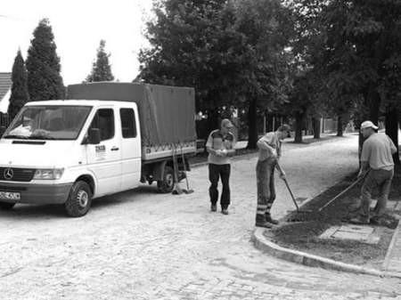 Prace remontowe zostały wykonane tylko na jednej części ulicy.