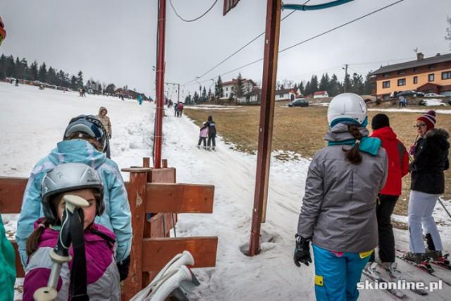Szczyrk, Biały Krzyż - to jedno z niewielu miejsc w naszym województwie gdzie dziś pojeździsz na nartach. Zdjęcia wykonano 1 stycznia 2014 r.  Zdjęcia opublikowane za zgodą serwisu narciarskiego skionline.pl